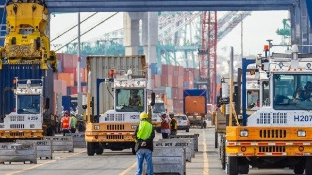 Los Angeles seeks to expand use of zero emission container handling