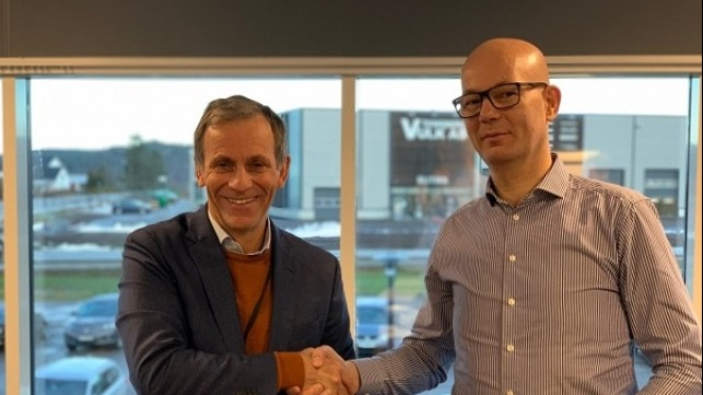 Jon Rysst (L), Senior Vice President and Business Development Leader of DNV GL along with Børge Nova, CEO of Høglund Marine Solutions (R)