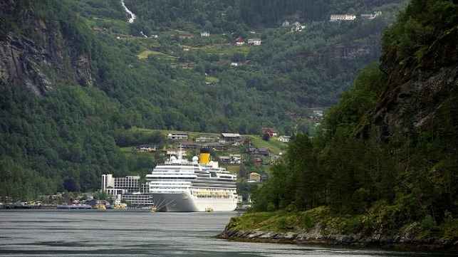 A cruise ship by berth in the Geirangerfjord, Norway. Credit: Sjøfartsdirektoratet
