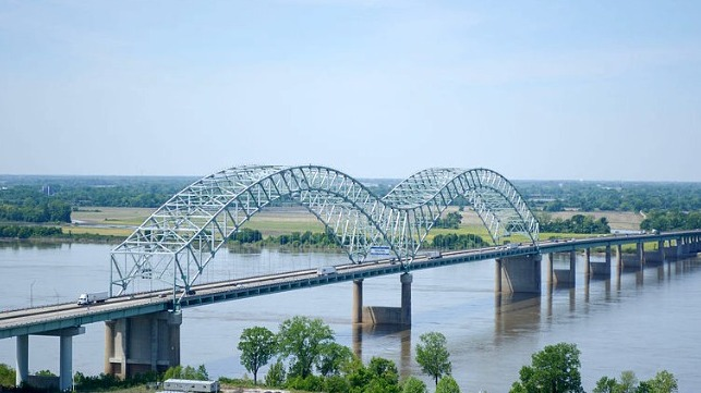 water traffic resumes on lower Mississippi
