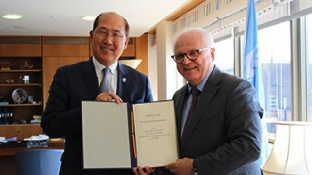 Reinhard Klingen, Germany's Director-General Waterways and Shipping met IMO Secretary-General Kitack Lim at IMO Headquarters on July 16 to deposit the instrument of accession.