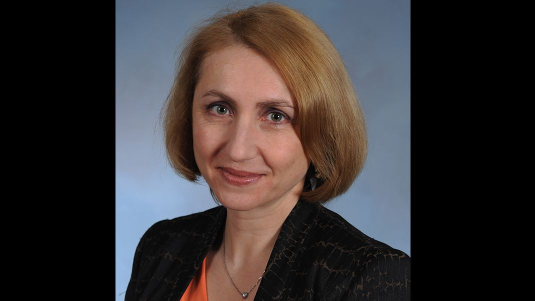 Members of INTTRA's network of 220,000 <b>freight forwarders</b> and shippers make ... - Inna_Kuznetsova_16x9(1)