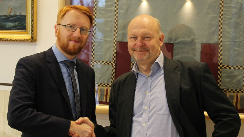 Richard Doherty from CIRM (left) and Aron Frank Sørensen from BIMCO (right) congratulate each other after finalizing the Standard on Software Maintenance of Shipboard Equipment text.