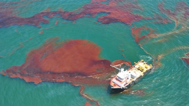 oil skimming after Deepwater Horizon explosion