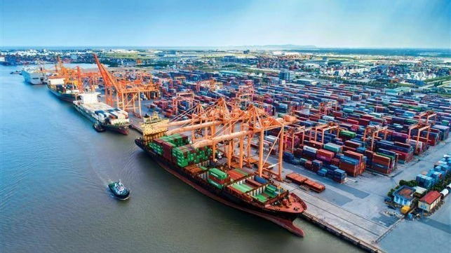 Vietnam plans to upgrade and expand ports to world class standards