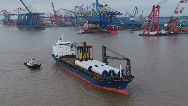 Norvik Port straddle carriers