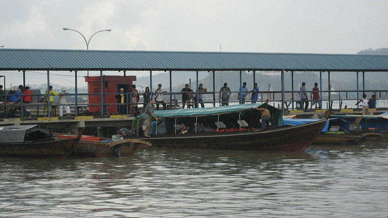 10 dead, 5 missing after boat in Indonesia sinks