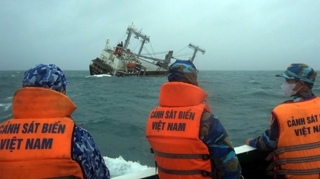 Vietnam search and rescue Chinese cargo ship sinking