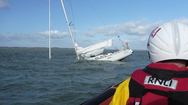 sinking_yacht_sparks_major_solent_emerge