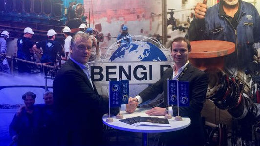 Ben de Kok, Managing Director, Bengi BV (L), Paul Grizell, Sales Director, Aegir-Marine (R)